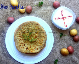 Aloo Parata/ Potato Stuffed Indian Bread