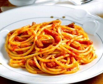 I bucatini all'amatriciana