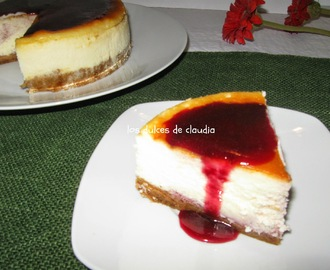 Cheesecake con sirope de cerezas