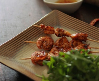 Pan grilled prawns with honey-chili dip