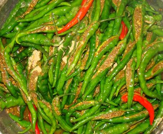 Green Hot Chili Pickle (Hari Mirch ka Aachar)