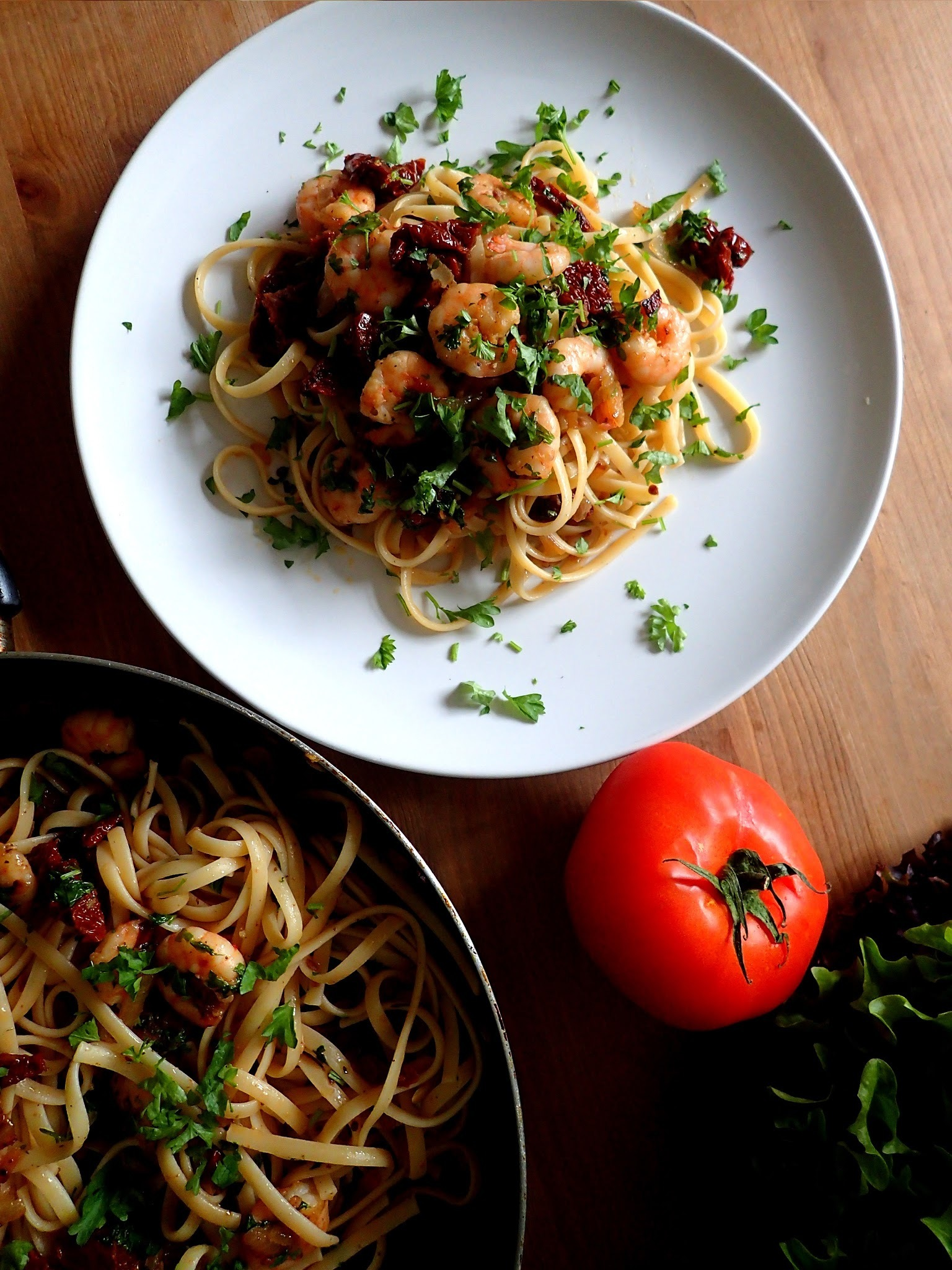 Pasta with prawns and sun-dried tomatoes - ultra quick healthy lunch