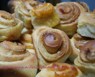 Rolinhos de Canela e de Compota de Laranja/ Orange and Cinammon Rolls