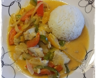 Hvit fisk i red curry.