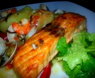 Salmão com Camarão e Amêijoa no Forno em camada de Legumes/Salmon with Shrimp and Clams in the oven on a bed of vegetables