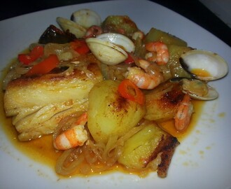 Bacalhau no Forno com Batatas ,Camarão e Ameijoas / CodFish in the Oven with Potatoes ,Shrimp and Clams