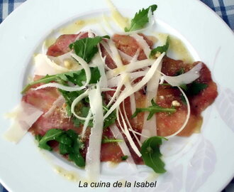 CARPACCIO DE FIGUES AMB PARMESÀ I OLI DE FRUITS SECS