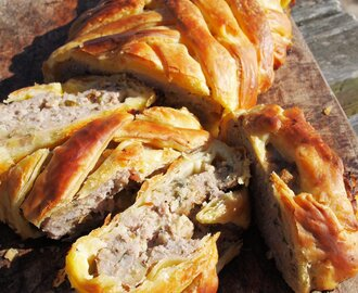 A Nocturnal Beach Picnic, Wine and a Family Recipe – Sausage Plait with Sage and Onion