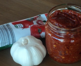 Spicy Red chilli and tomato sauce/chutney