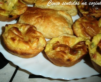 Mini quiches de delícias do mar