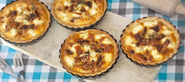 Mini quiche met tomaat