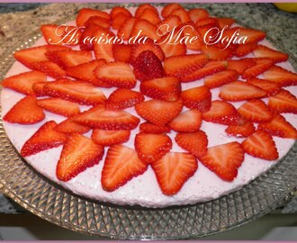 Cheesecake de morango com base de avelã / Strawberry cheesecake with hazelnut crust