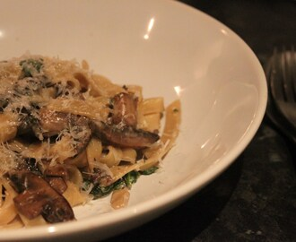 Tagliatelle with mushrooms, spinach and parmesan