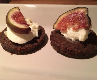 Pumpernickel med parmesancreme