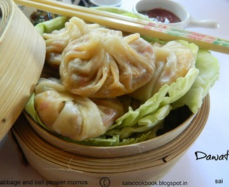 Cabbage and bell pepper momos