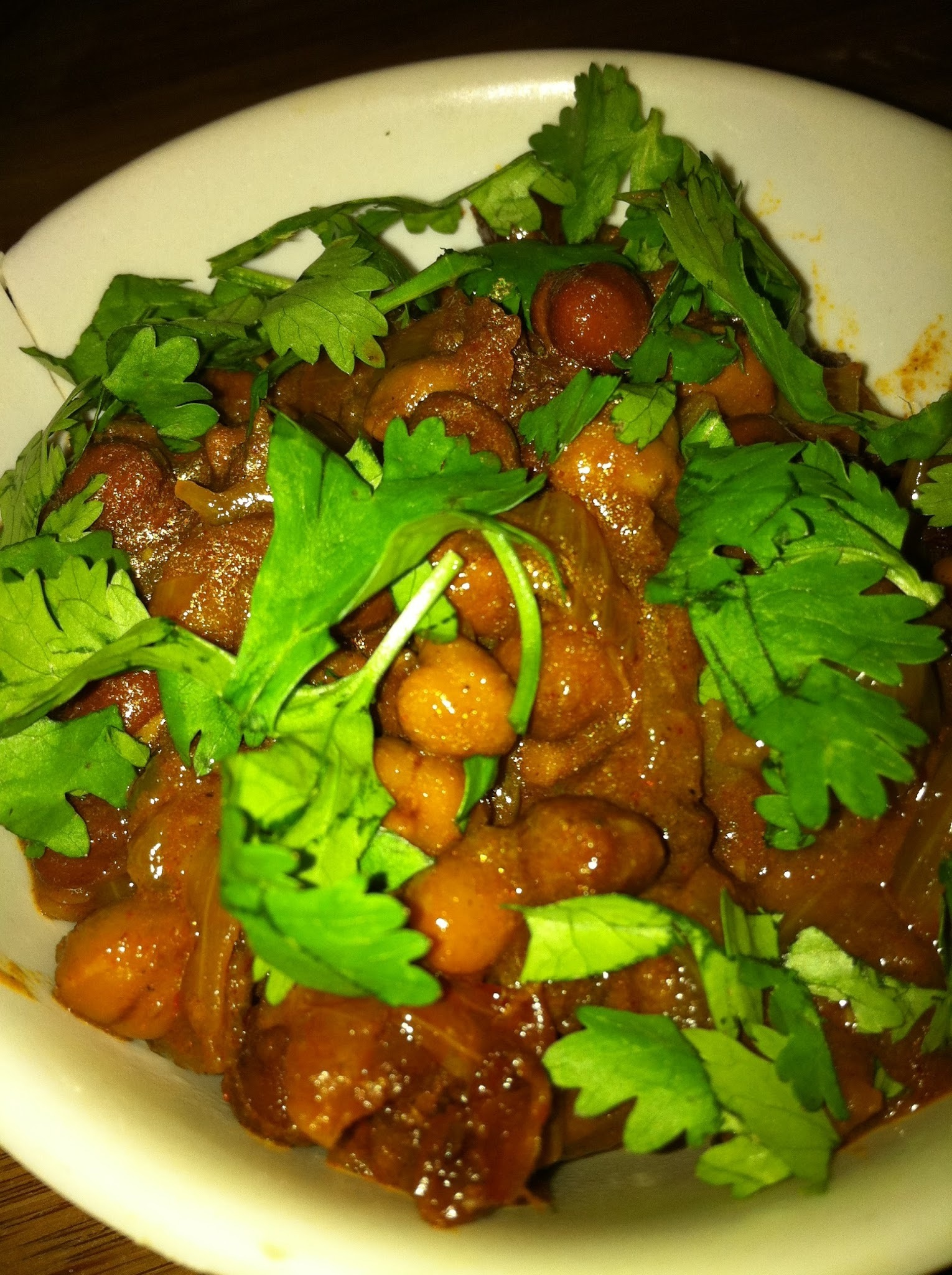 Chatkara Chicko Chana ( Spicy Black Chickpea  )