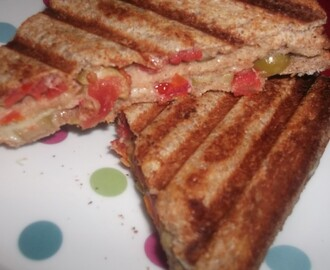 Sundried Tomato Sandwich With Green Olives