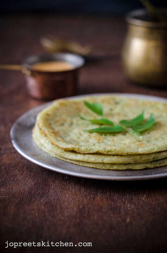 Mudakathan Keerai / Balloon Vine Leaves Dosa - Herbal Green Leaf Recipes