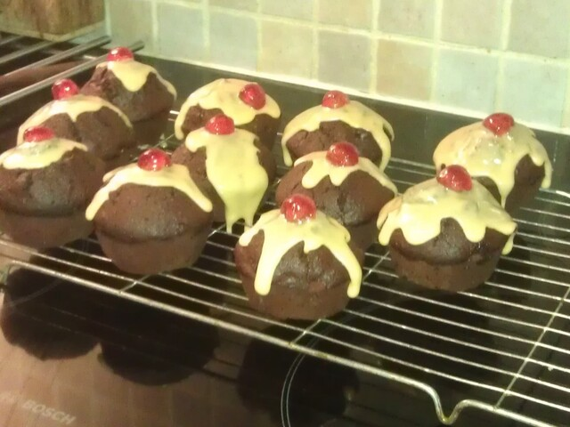 Christmas Pudding Cupcakes with Custard Icing