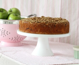 Apple -Cinnamon Crumb Coffee Cake