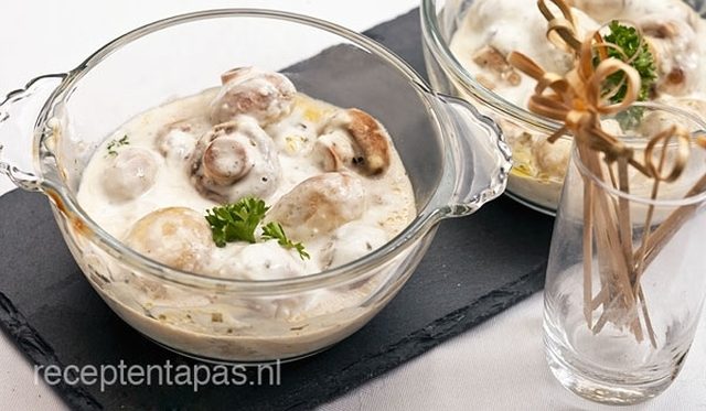 Champignons in knoflook roomsaus