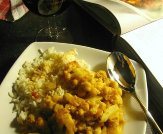 Cauliflower and chickpea curry... by River Cottage...