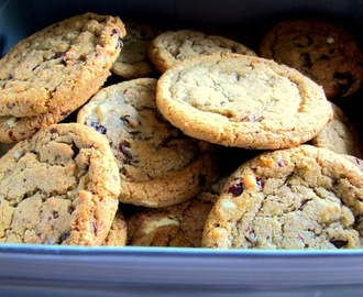 Joanne Wheatley's (white and dark) chocolate cookies - recipe