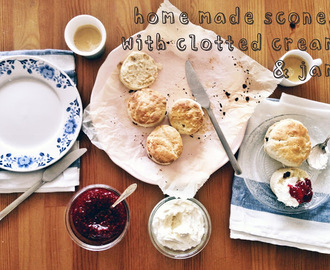 My guestpost: home made scones with clotted cream & home made jam