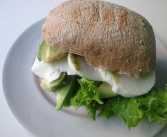 Sandwich med Mozzarella og Avocado