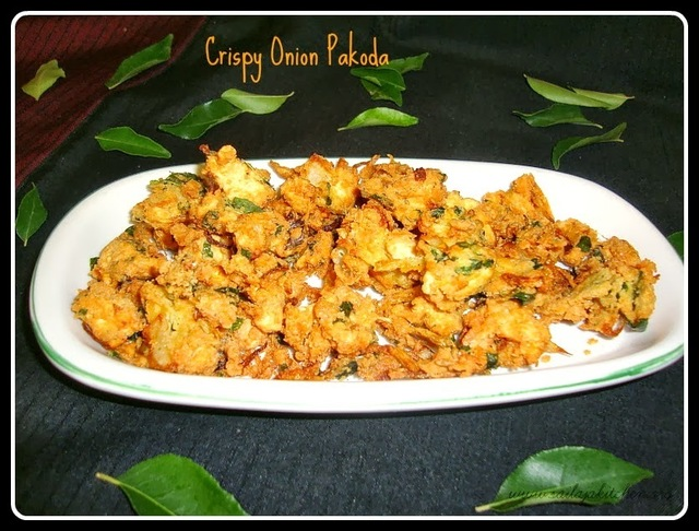 Onion Pakoda / Vengaya Pakoda Recipe / Crispy Onion Pakoda Recipe /  Ulli Pakodi - South Indian Style Pakoras