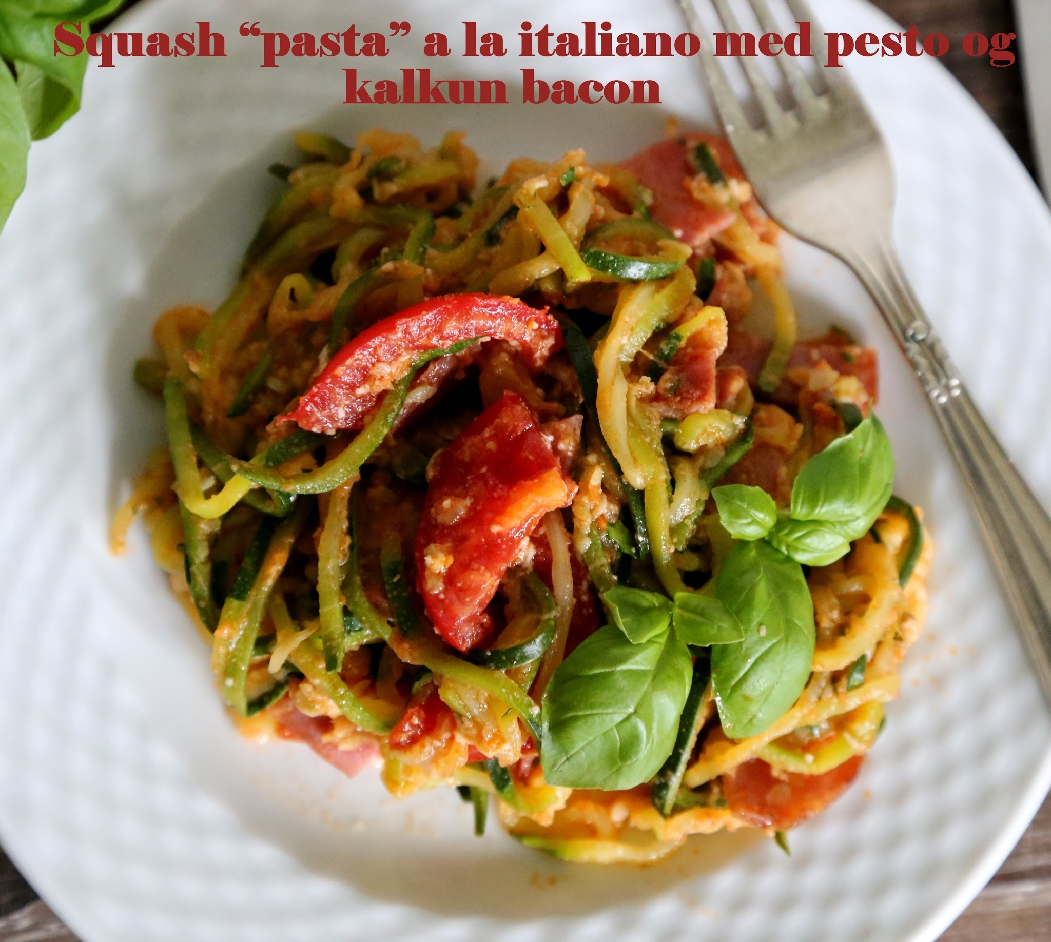 "Low carb squash ""pasta"" a la italiano med pesto og kalkun bacon"