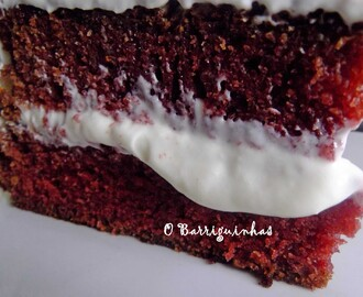 Bolo Red Velvet com Cheese Cream e Bombons de Morango!