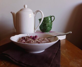 Papas de Aveia com framboesas para o pequeno-almoço/Oatmeal porridge with raspberries for breakfast