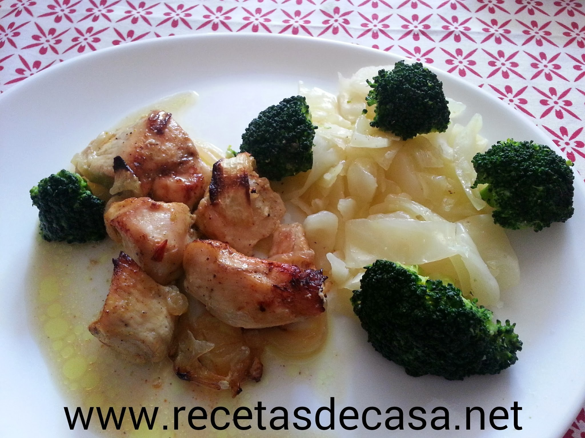 Pechugas de pollo al curry con brocoli y col