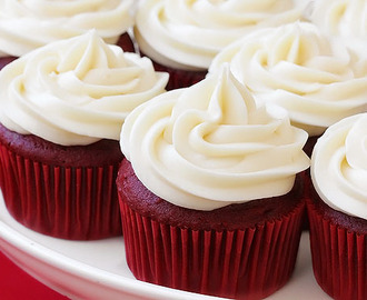 RED VELVET CUPCAKES WITH CREAM CHEESE FROSTING!