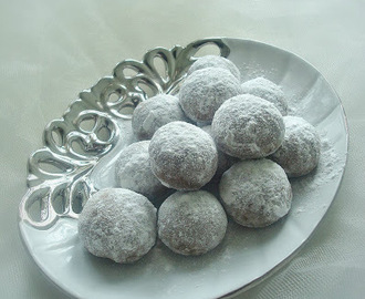 Chocolate Snowball Cookies Recipe | Eggless Snowball Cookies | Christmas Snowball Cookies