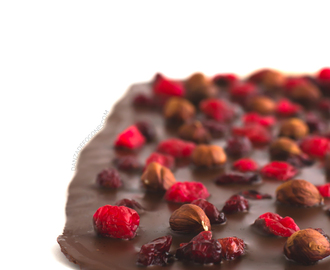 Tableta de chocolate con avellanas y frutas secas