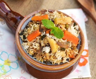 Veg Dum Biryani (Hyderabadi Vegetable Dum Biryani)