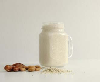 Creamy Peanutty Banana Smoothie (vegansk)