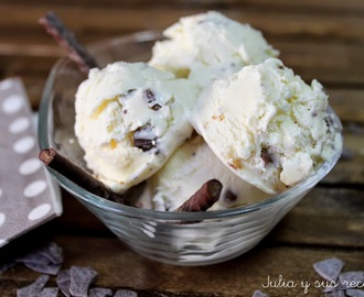 HELADO DE QUESO MASCARPONE CON TROCITOS DE CHOCOLATE