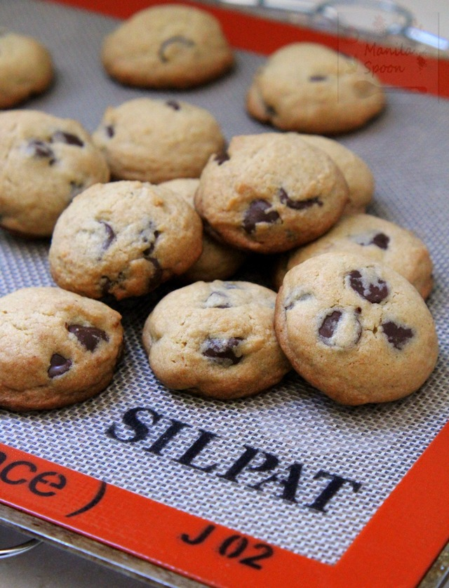 Product Review: Silpat and Yummy Chocolate Chip Cookies