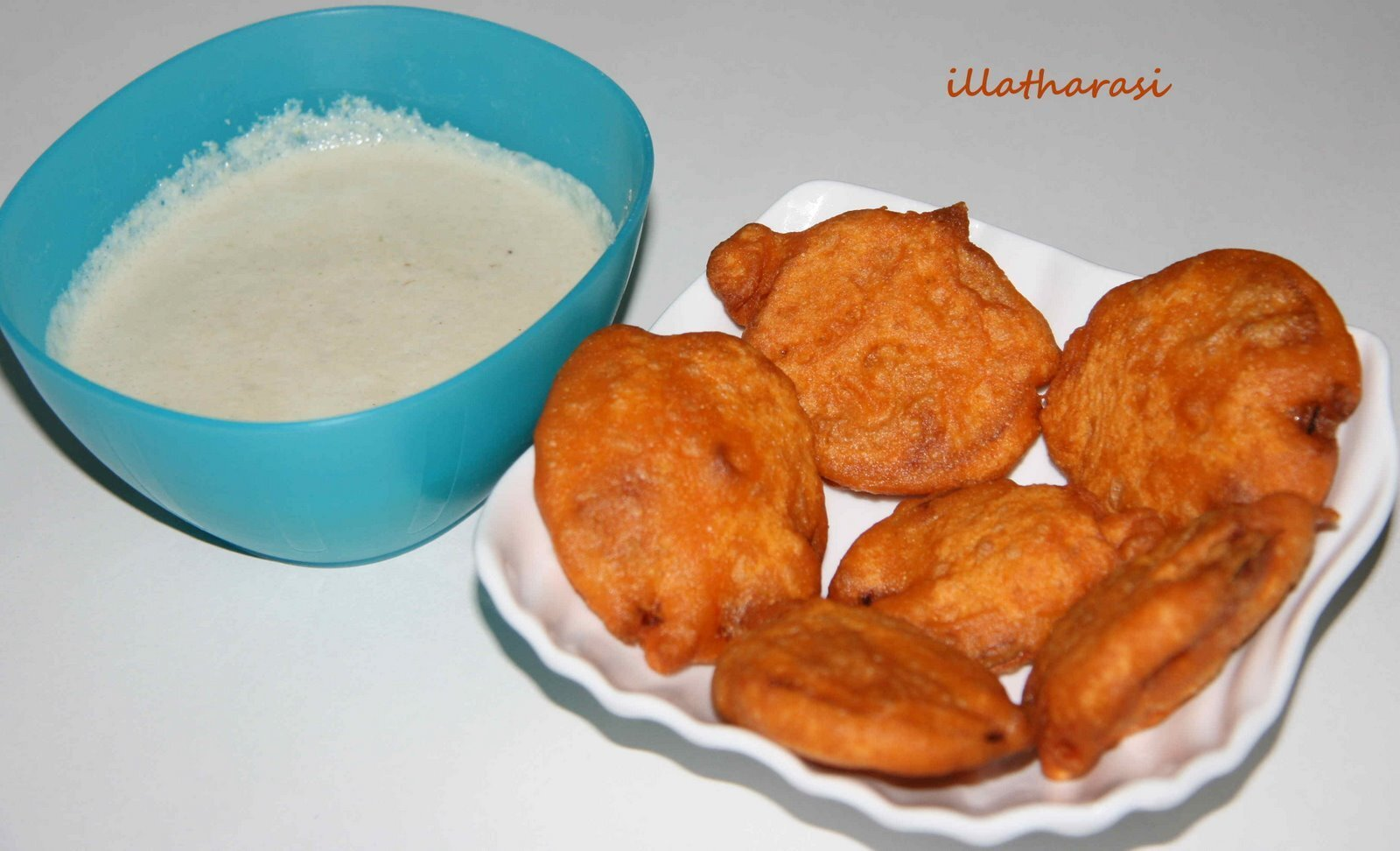 Onion Bajji & Coconut Chutney