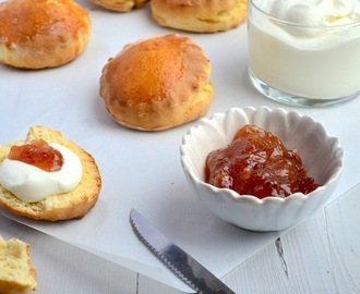 Scones + recept clotted cream