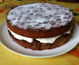 Hot Chocolate Victoria Sandwich with Vanilla Apricots and Cream