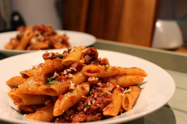 Pasta with quorn mince in tomato sauce