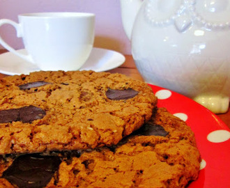 LUXURY GIANT CHOCOLATE OAT COOKIES