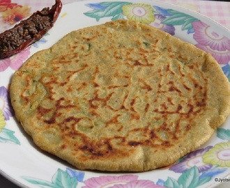 Aloo Parantha (Potato Stuffed Pan Fried Indian Bread)