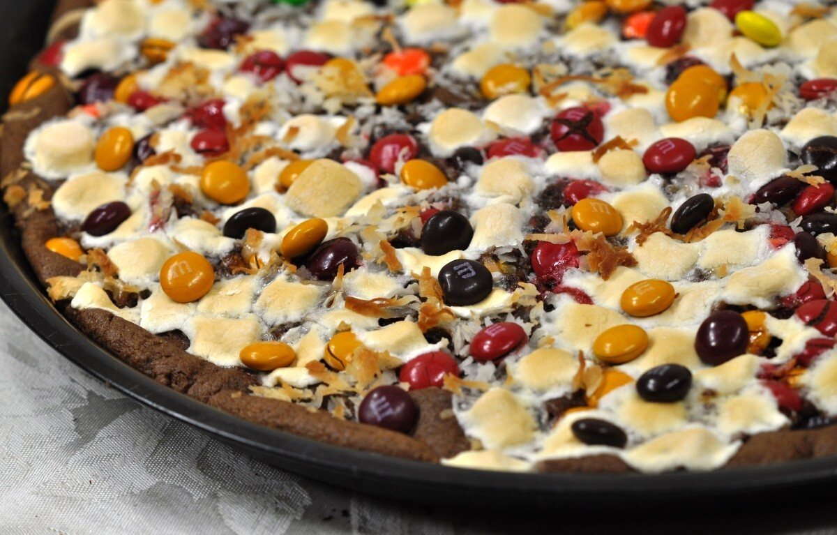 Double Chocolate Pizza Recipe – Chocolate Chip Cookie Cake Fall Dessert