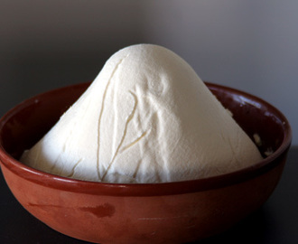 Salty, Garlicky Labneh/ Thick Thick Yoghurt