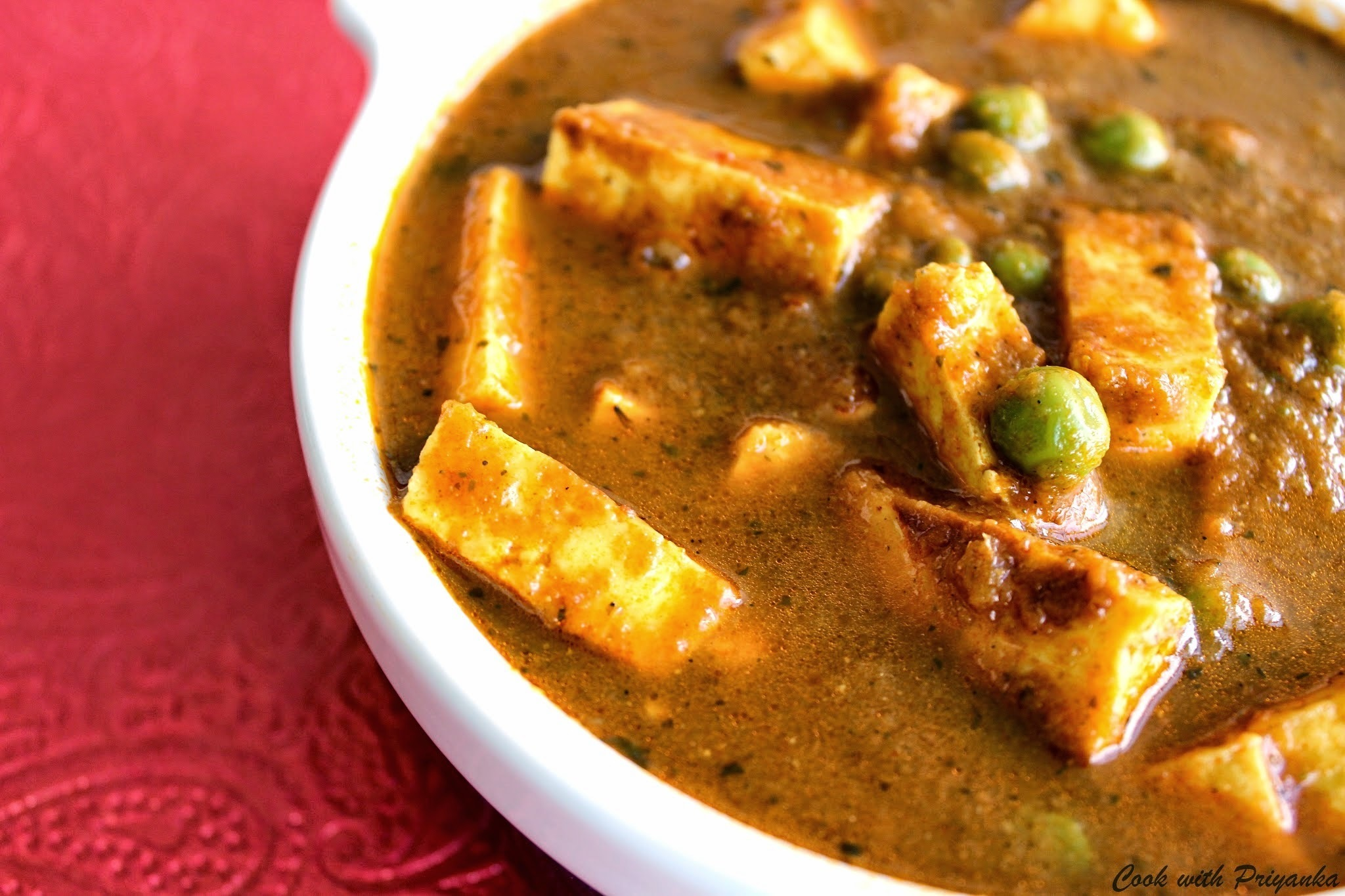 Matar Paneer (Cottage cheese with peas in spicy gravy)